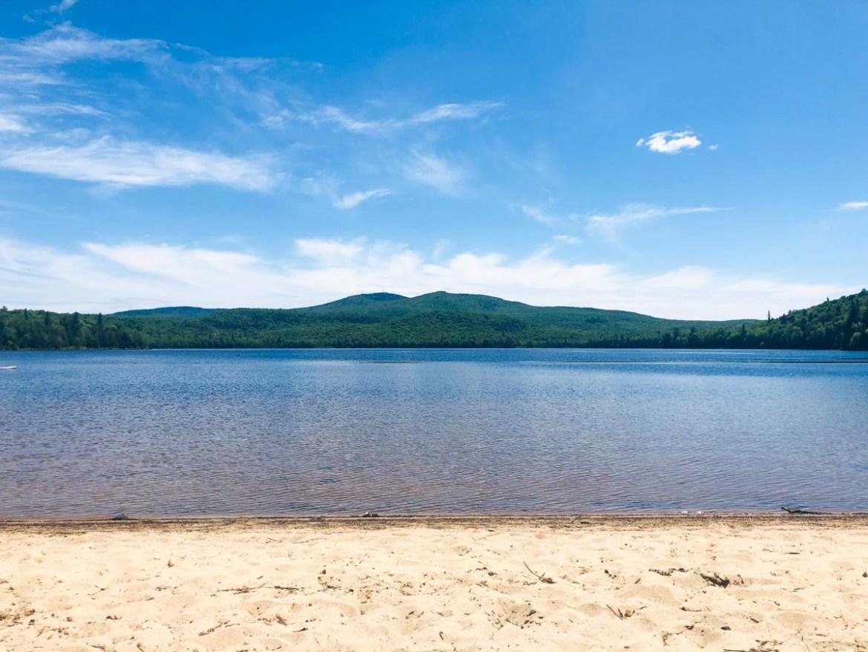 Lac Windigo dans le Parc régional de la Montagne du diable dans notre article 8 mini-maisons et mini-chalets au Québec à louer pour vos vacances #minimaison #minichalet #hebergement #quebec #vacances