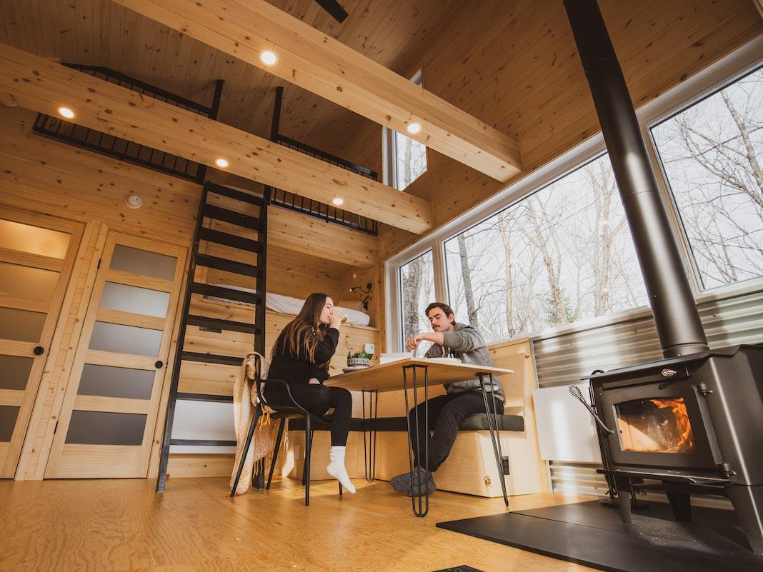 Location mini-maison dans le Parc régional de la Montagne du Diable à Ferme-Neuve dans les Laurentides dans notre article 8 mini-maisons et mini-chalets au Québec à louer pour vos vacances #minimaison #minichalet #hebergement #quebec #vacances