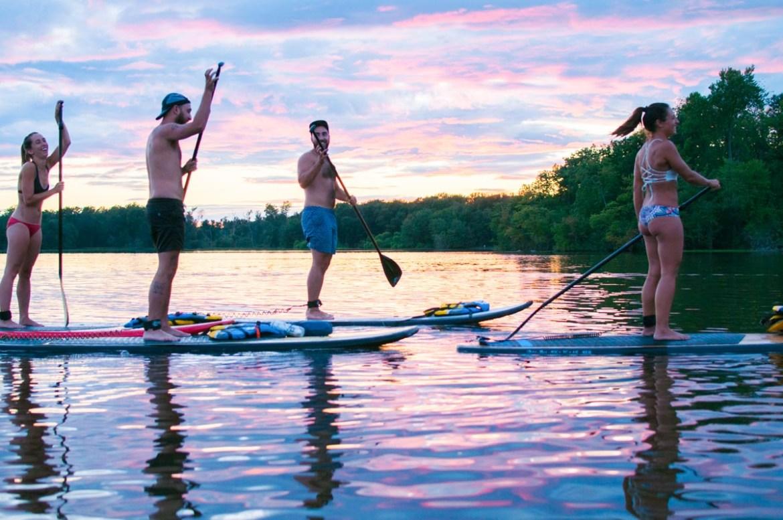 SUP à la Rivière des Milles îles à Laval dans notre article 5 spots de SUP (paddleboard) à moins de 1 heure de Montréal pour débutants #SUP #paddleboard #montreal #quebec