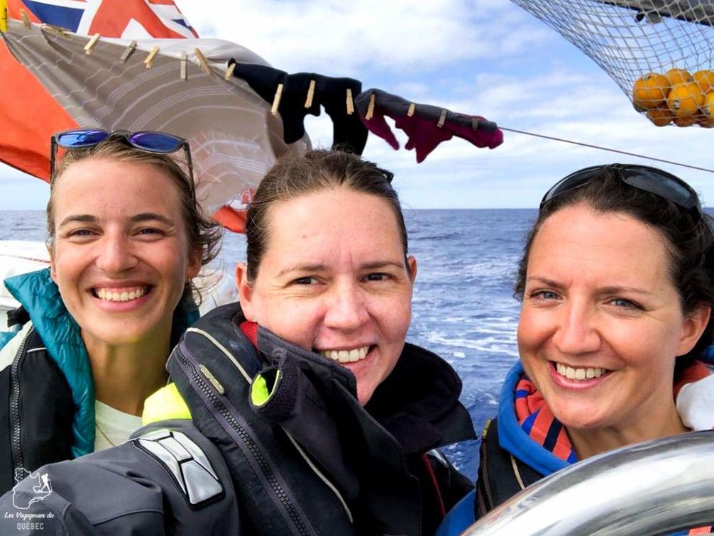 Esprit de communauté à bord du voilier dans notre article Elle participe à Mission eXXpedition : projet écologique en mer totalement féminin #exxpedition #ecologie #environnement #voilier #femme #voyage