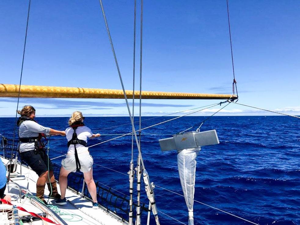 Tâches sur le voilier dans notre article Elle participe à Mission eXXpedition : projet écologique en mer totalement féminin #exxpedition #ecologie #environnement #voilier #femme #voyage