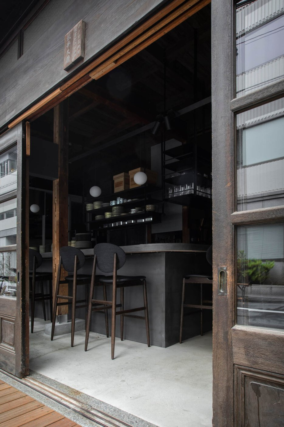 Kufuku Restaurant, Ariake, Outline Barstool, LES VRAIS