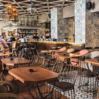 Ο κεντρικός χώρος και το Bar της Λέσχης