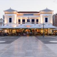 Η Λέσχη Σύμμετρον cafe bistro στην Κεντρική Πλατεία της Σπάρτης
