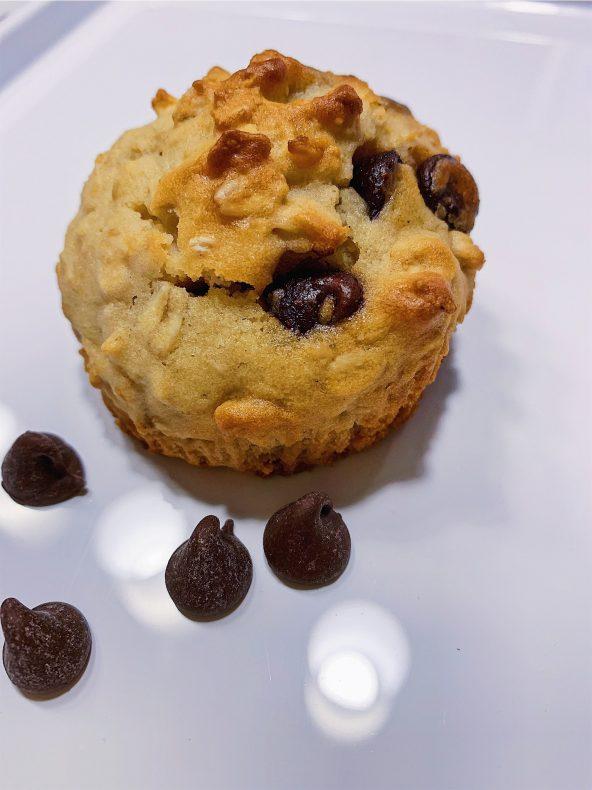 Muffins au gruau, compote de pommes, yogourt et pépites de chocolat