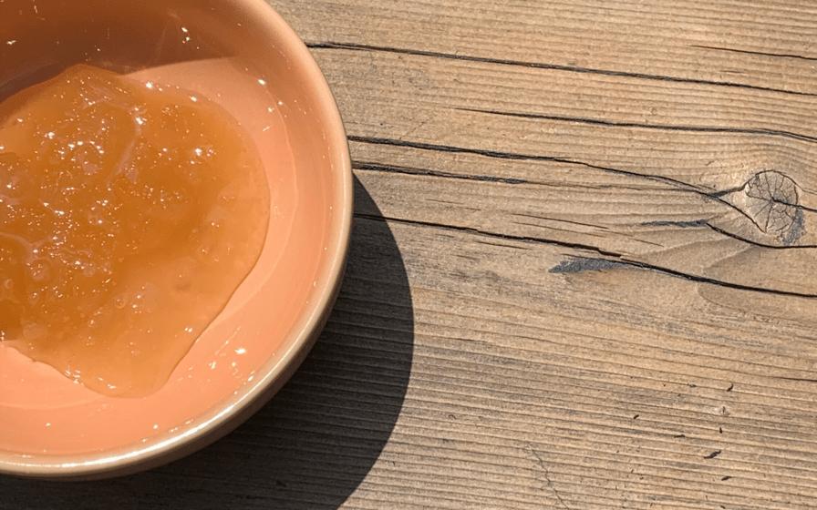 Redonner vie au miel cristallisé