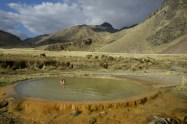 Pause aux sources d'eaux thermales, pour couper la montee