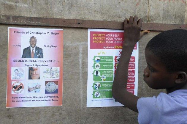 Protéger les populations contre Ebola ou se préserver de l'isolement international?