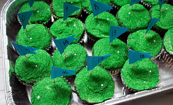 Make these adorable 18-hole golf cupcakes for Father's Day! Really easy dessert recipe using common stuff you can buy at the grocery store. No baking skills required! Great to surprise the golf aficionado in your life. Child-friendly recipe, too, great to get children cooking and baking, all while make cute food that makes them excited to bake. Explore the web site for more cooking and recipe tutorials with good, clear photos and instructions. FORE!! http://letgoofbeingperfect.com
