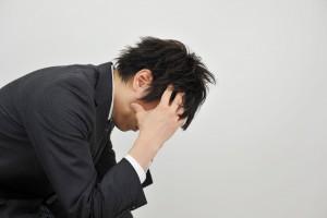 資産価値下落に悩む男性
