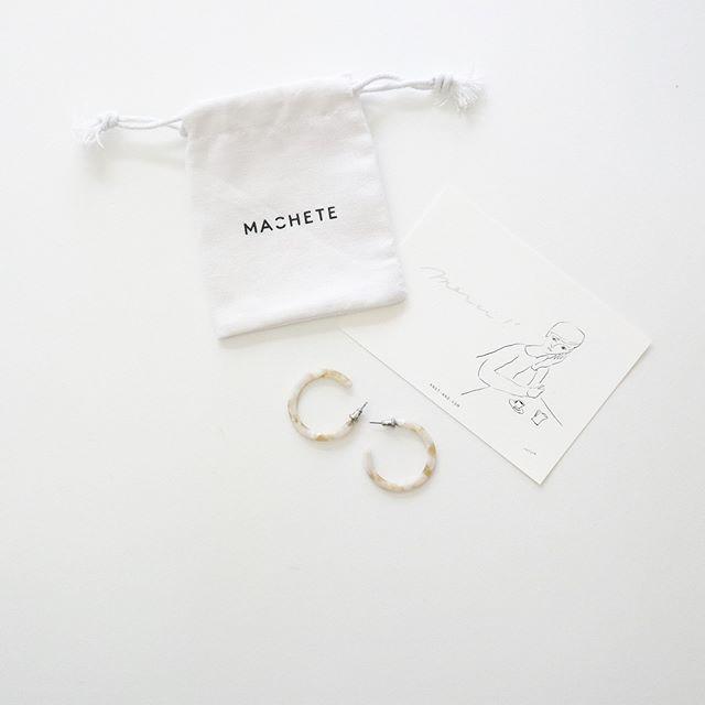 …Hoop earringsただ今ショートカットのため、寂しくなりがちな顔まわりにknotさんで購入したフープピアスが大活躍しております。 (Instagram)