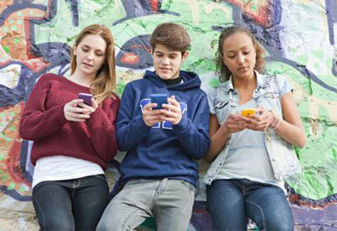 adolescenza-e-telefono.jpg?fit=480%2C326&ssl=1
