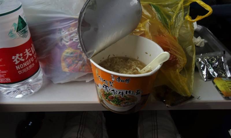 repas nouilles train chine