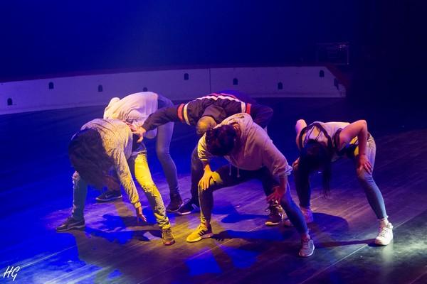 le tour du monde en galipette - formation professionnelle en arts du cirque et de la danse