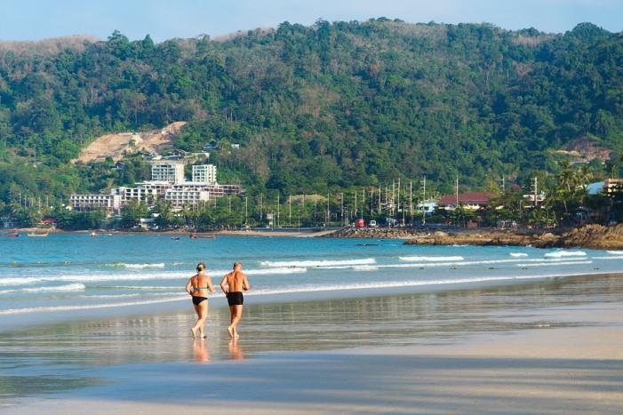 Retraités baby-boomers à la plage