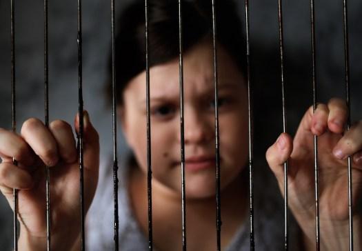 Las niñas son abusadas sexualmente por hombres machistas.