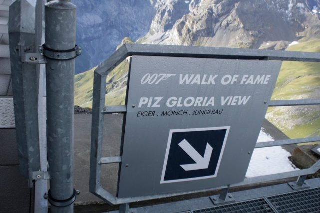 Sign walking to the view at the Schilthorn Switzerland