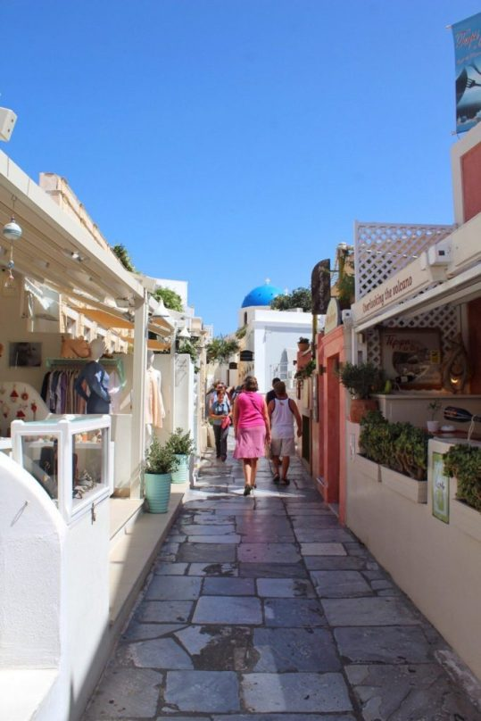 An alleyway in Oia Santorini