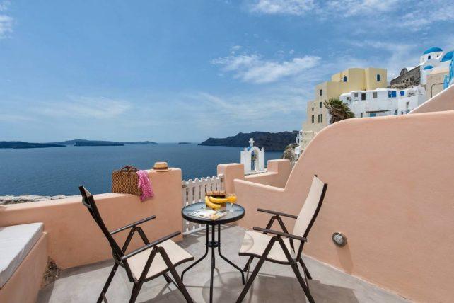 ARGITHEA APARTMENT - Santorini Airbnb