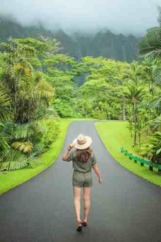 girl standing in hoomahulia botanical garden