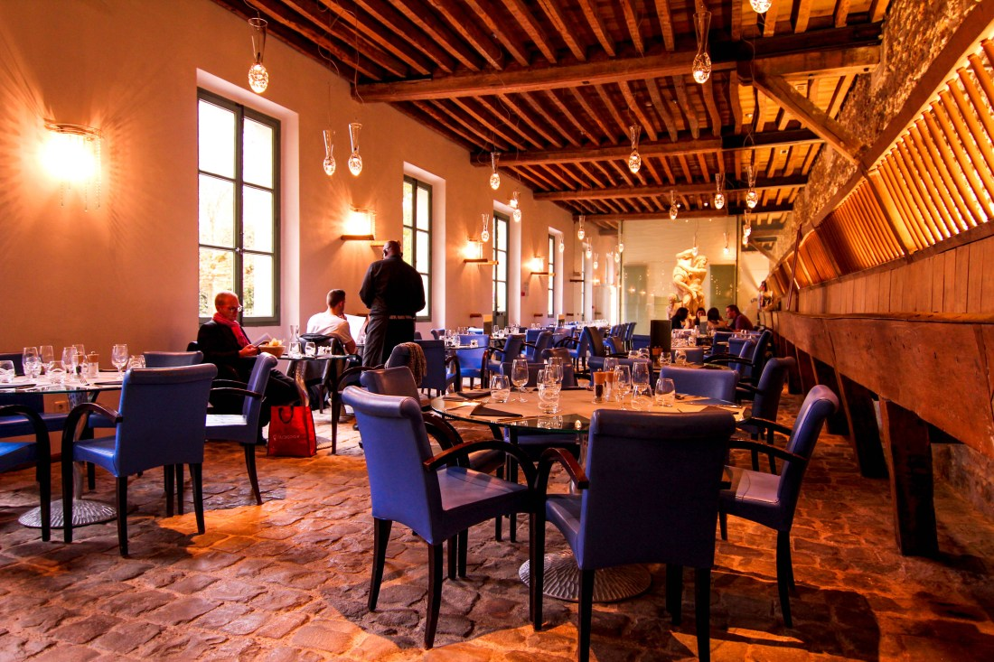 la petit venise restaurant in versailles