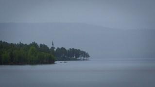 Hotagens kyrka i regn