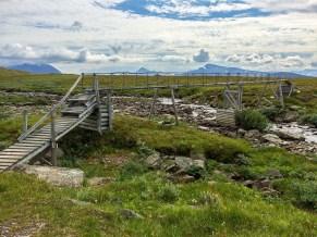 Hög bro över liten jåkk