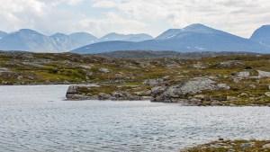Fikasjön med utsikt mot Sarekfjäll.