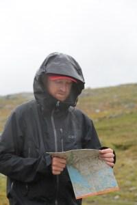 Kartläsning i regnet