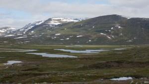 Utsikt över Mádir, med Kårtjevålle i förgrunden.