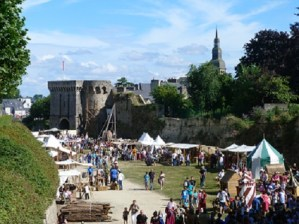 Dinan's famous medieval festival - la fête des remparts