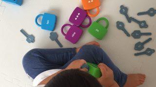 鍵の玩具 鍵のおもちゃ おうちモンテ 2歳児 3指示