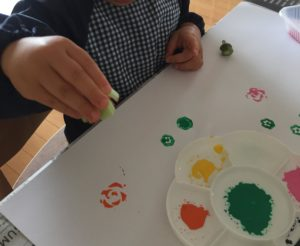 小松菜 オクラ スタンプ 絵の具遊び