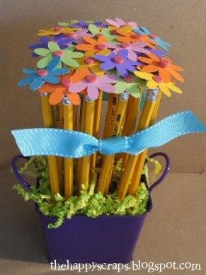 Kytičky z tužek - zdroj: TheHappyScraps