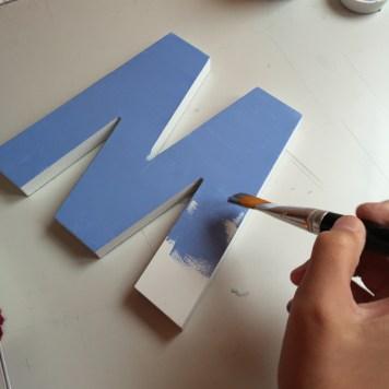 06-letras-de-madera-con-ch-alk-paint-y-decoupage-pintura-azul-horizonte