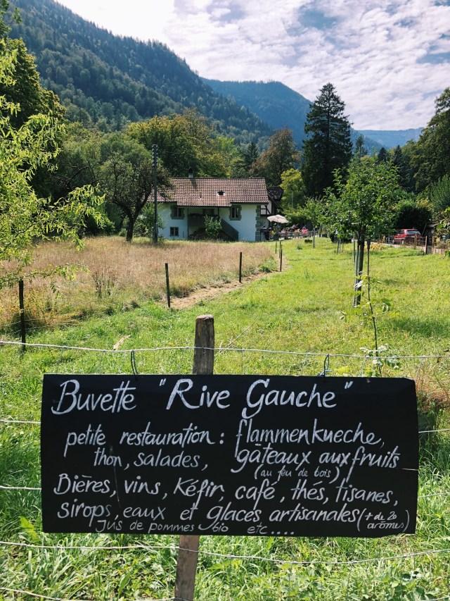 Restaurant along Gorges de l'Areuse hike, Buvette Rive Gauche in Champ-du-Moulin