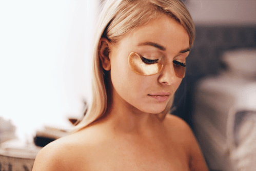 Lustre Co 24k Gold Glow Eye Mask in use on model