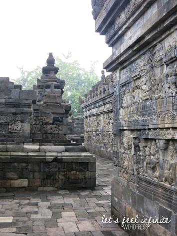 Borobudur - Couloirs & bas reliefs 1