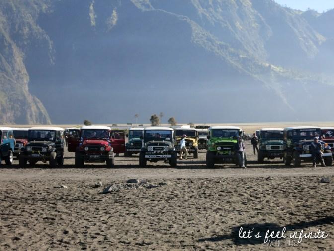 Jeeps au pied du Mont Bromo