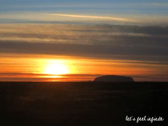 Red Center - Uluru aux aurores