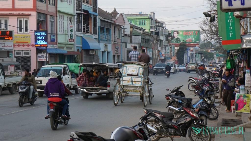 DOrożka na ulicy Pyin Oo Lwin