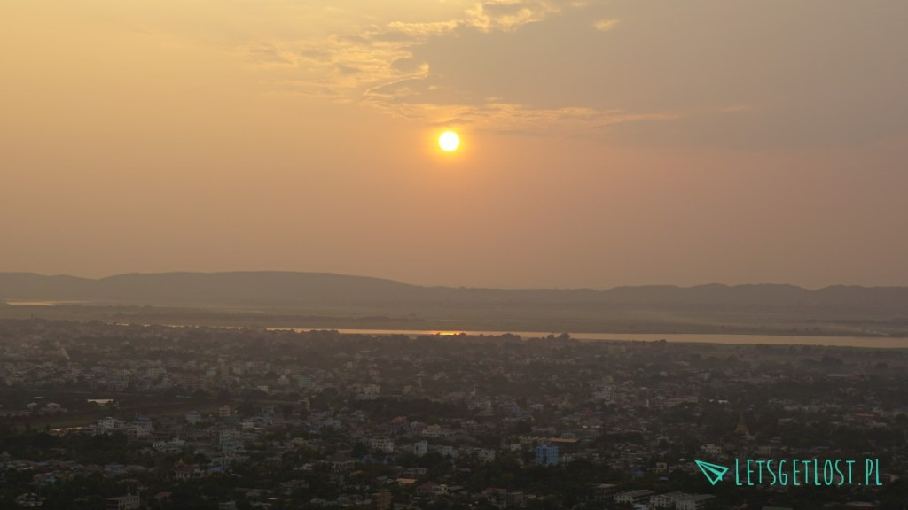 zachód słońca nad mandalay