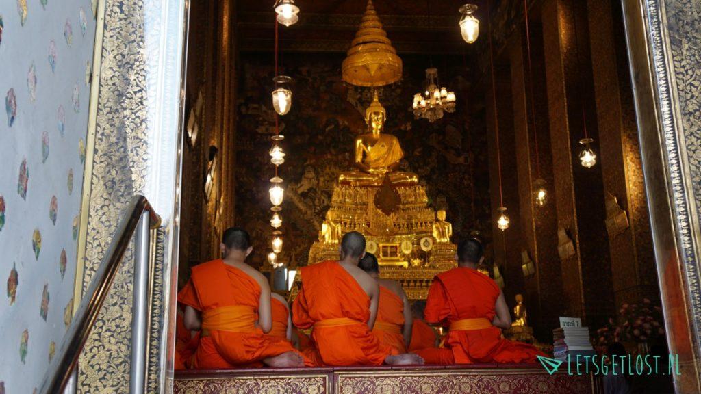Mnisi w jednej ze świątyń Wat Pho