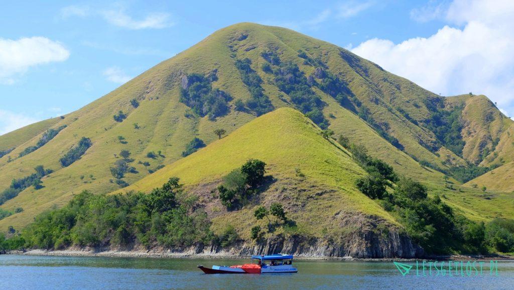 Widoki na Flores tuż po wypłynięciu z Labuan Bajo