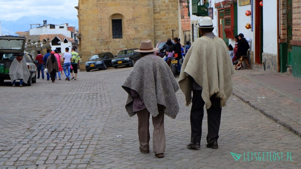 Mongui panowie w poncho