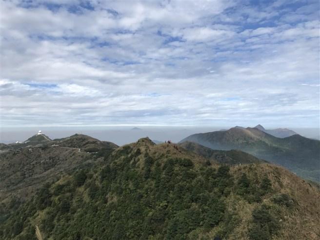 飛鵝山道1號>鸚鵡咀石>自殺崖>飛鵝山>象山>東山>飛鵝山道1號 (南脊上飛鵝山)