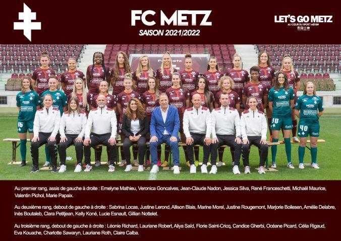 René Franceschetti, entouré des féminines du FC Metz