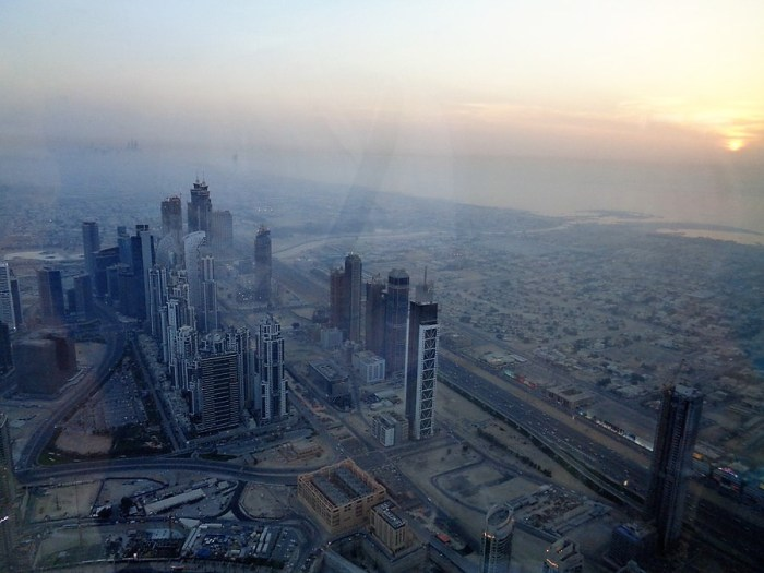 Dubai al tramonto dal Burj Khalifa