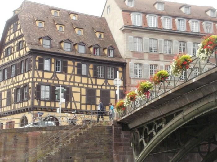 Strasburgo: case tipiche e ponti fioriti