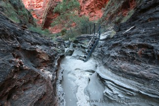 Cathedral-Gorge-steps